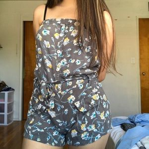 🌈 Strapless Gray Floral Romper w/ Shorts